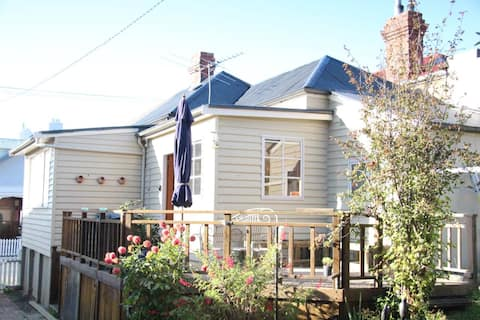 Cosy Heritage Listed Cottage