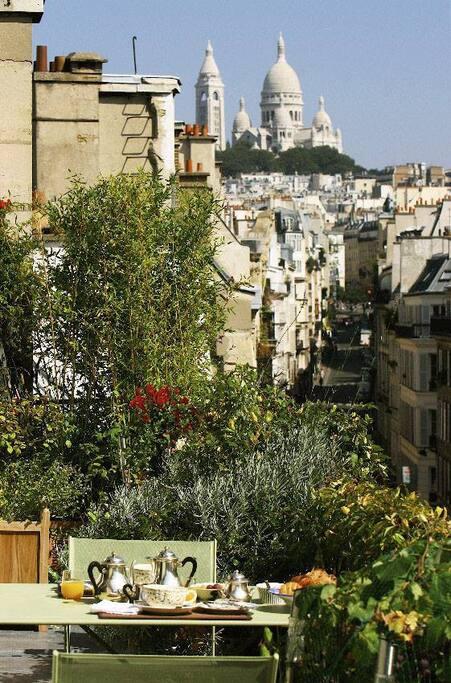 Chambre cot montmartre pernottamento e colazione in for Colazione parigi