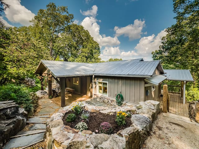 The Nest, Secluded Feel Minutes From Downtown Chattanooga