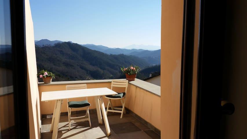 Spazioso appartamento con vista - L'ago - Lägenhet