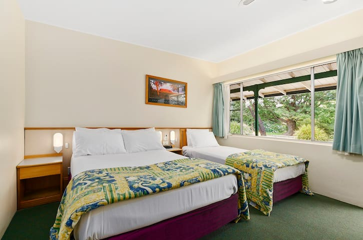 Wollongong Solomon Inn - Double & Single Sleeps 3