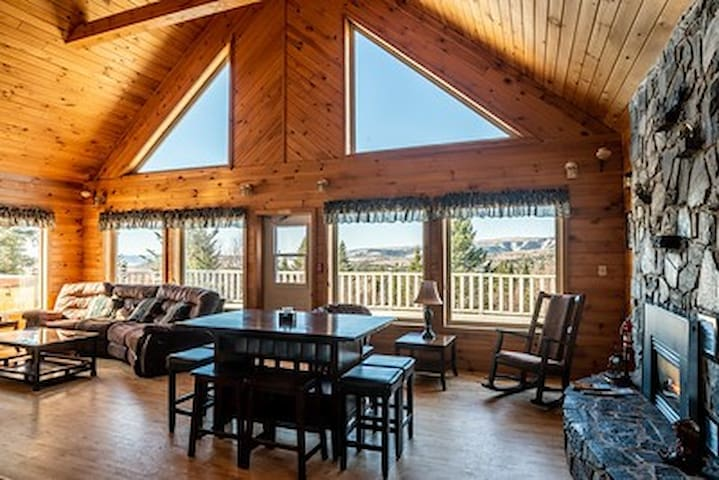 Broadleaf Mountain Chalet