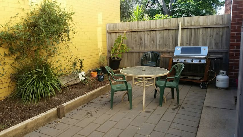 1 BR in townhouse Brunswick with private bathroom