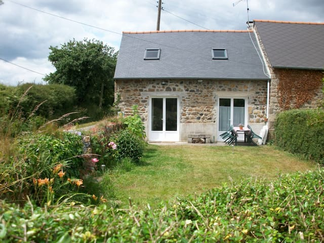 Plouagat, Bretagne, gîte au calme - Plouagat - Casa