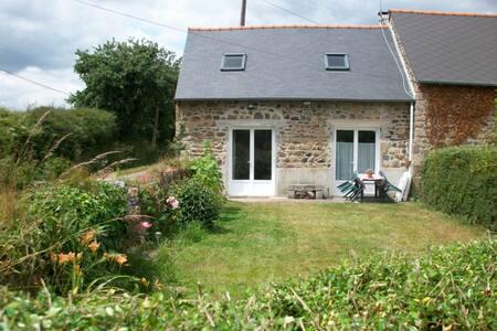 Plouagat, Bretagne, gîte au calme - Plouagat - House