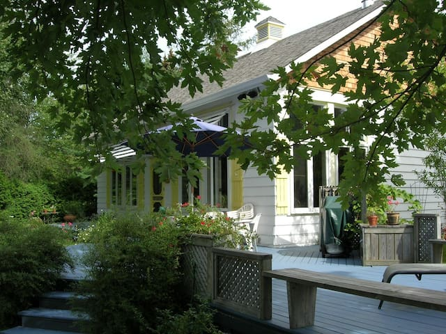 Charming cottage on a private lake  - Saint-Denis-de-Brompton - Chalupa