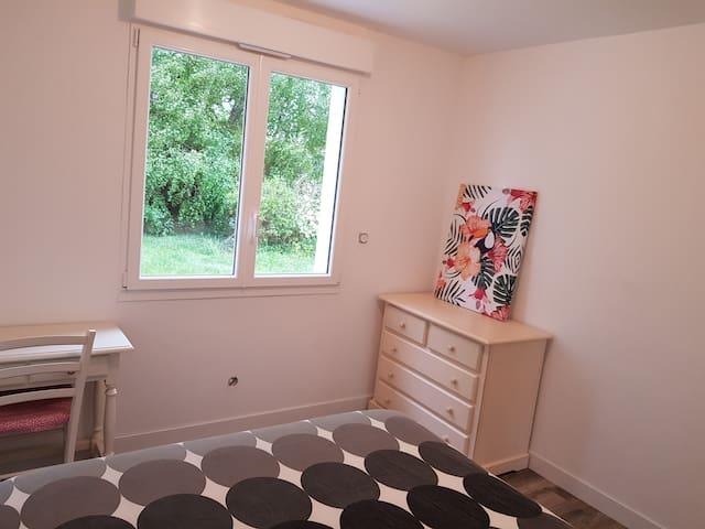 Chambre 2 au RD 1 lit de 160×200