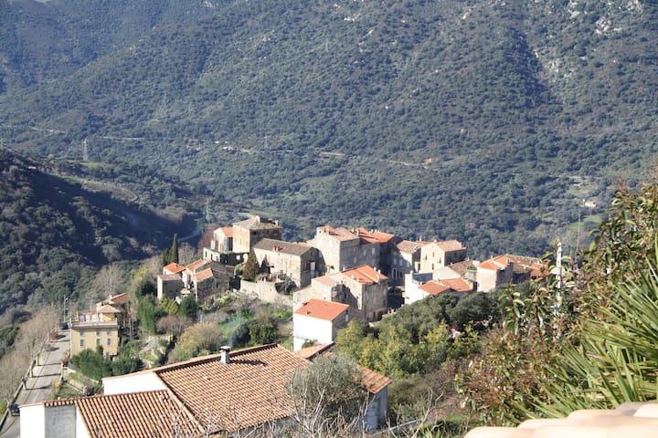 SPECIAL RANDONNEURS MARE A MARE SUD - Sainte-Lucie-de-Tallano - บ้าน