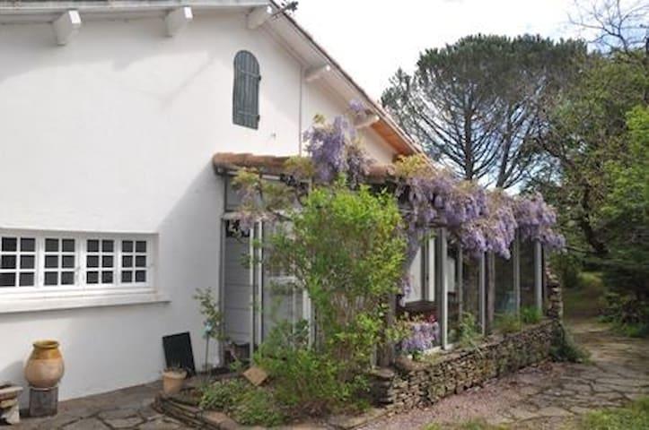 Maison familiale avec grand jardin  au calme - Mons - Casa