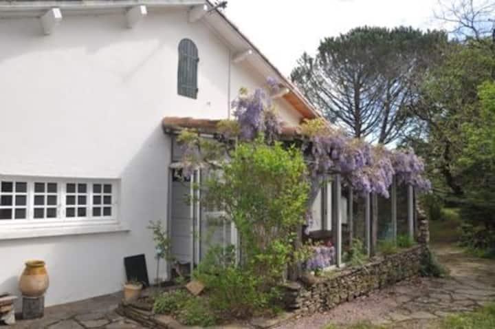Maison  avec grand jardin  au calme