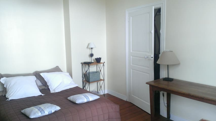 Room in big large family house - Coutances - บ้าน