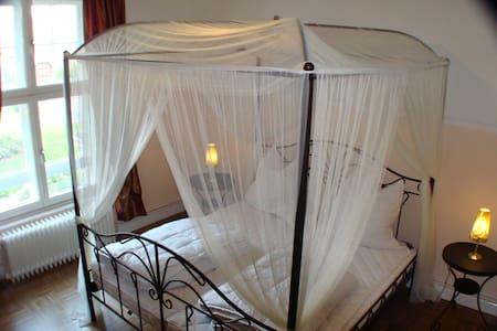 Schloss-Apartment mit Himmelbett - Badow