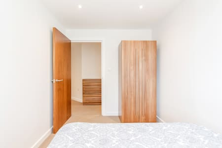 Shoreditch/Hoxton Bedroom with PRIVATE BATHROOM