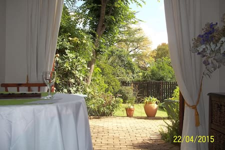 Cosy 1BD, leafy suburb in JHB