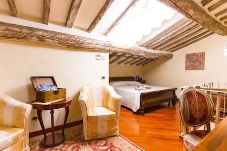 """Suite Biancospino""- Villa R Luxury - Pietrasanta - Bed & Breakfast"