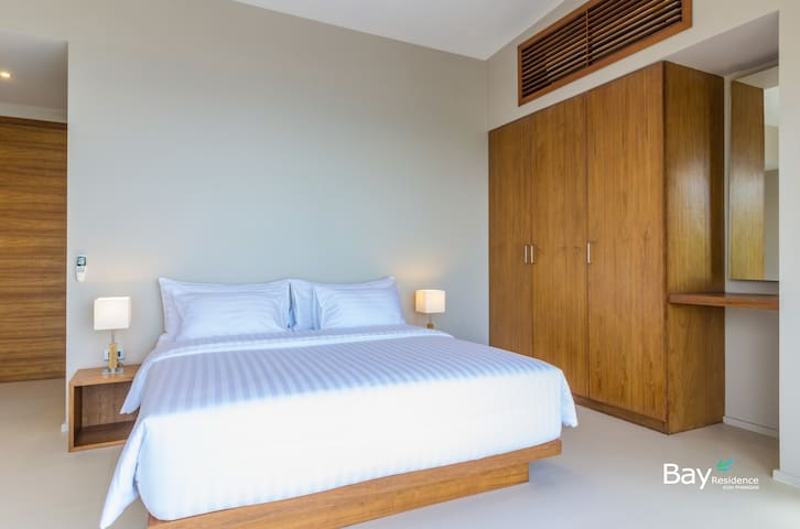 Second bedroom with full sea view, balcony access, king-size bed, air conditioning, ensuite bathroom