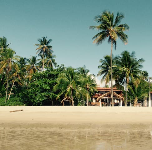 Beach house on a heavenly island - Moreré - Ev