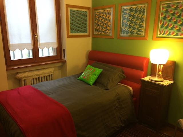 Comfortable quiet room-garden view