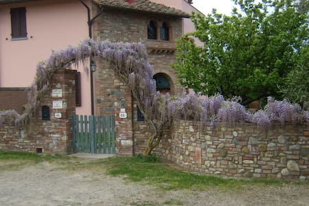 Charming B&B Il Poggetto - Montespertoli - Bed & Breakfast