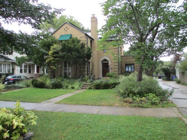 Bright Victorian Home Female Guests Only - Evanston - Huis