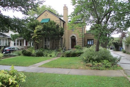 Bright Victorian Home Female Guests Only - Evanston - 独立屋