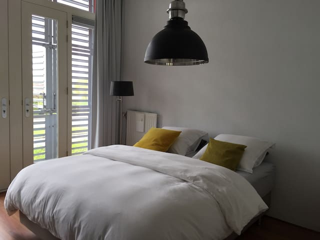 Room (No. 1) in modern house - Almere - Bed & Breakfast