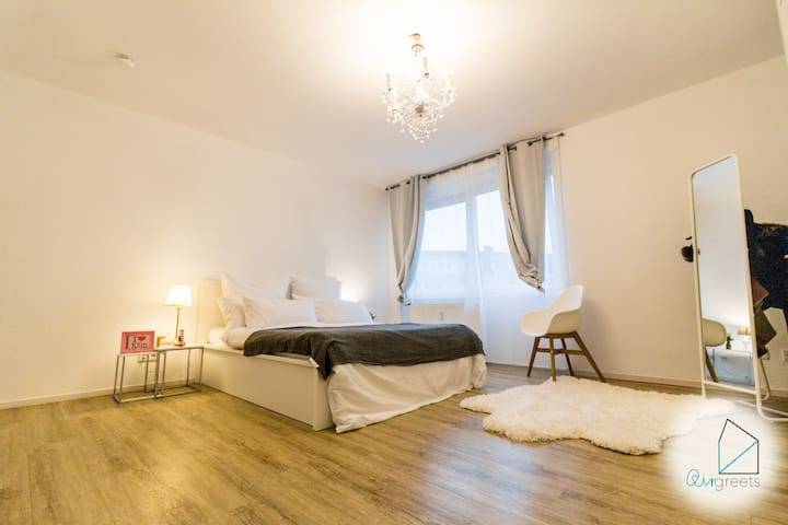 Stylish flat in central CGN with cathedral view