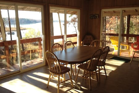 Hummingbird Haven, Kerr Lake Rental - Clarksville