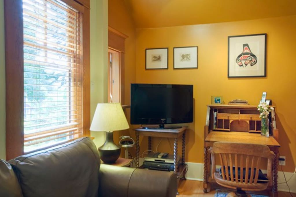 Living room with desk nook, and digital HD cable TV