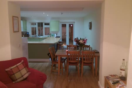 Large 3 Storey Town House - Driffield