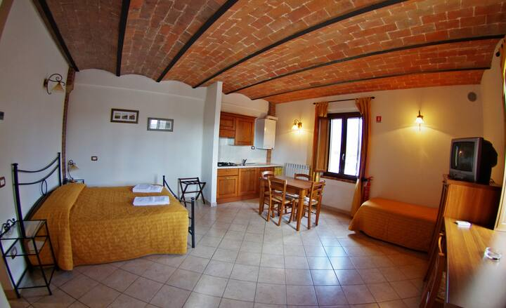 Olivo Studio  (Up to 2 persons)