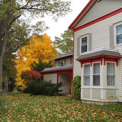 Cooksville Farmhouse Inn - Evansville - Ev