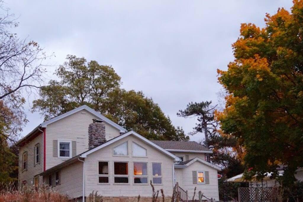 Cooksville Farmhouse Inn Houses For Rent In Evansville