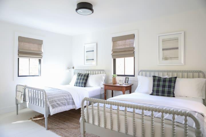 Guest Bedroom, 2 Double Beds