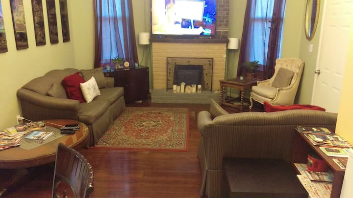 AVAILABLE Large 2 Bedroom Apt OTR/University