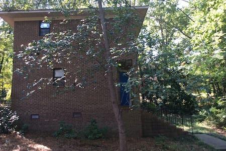 One of a Kind Fayetteville Loft - Fayetteville - Hus