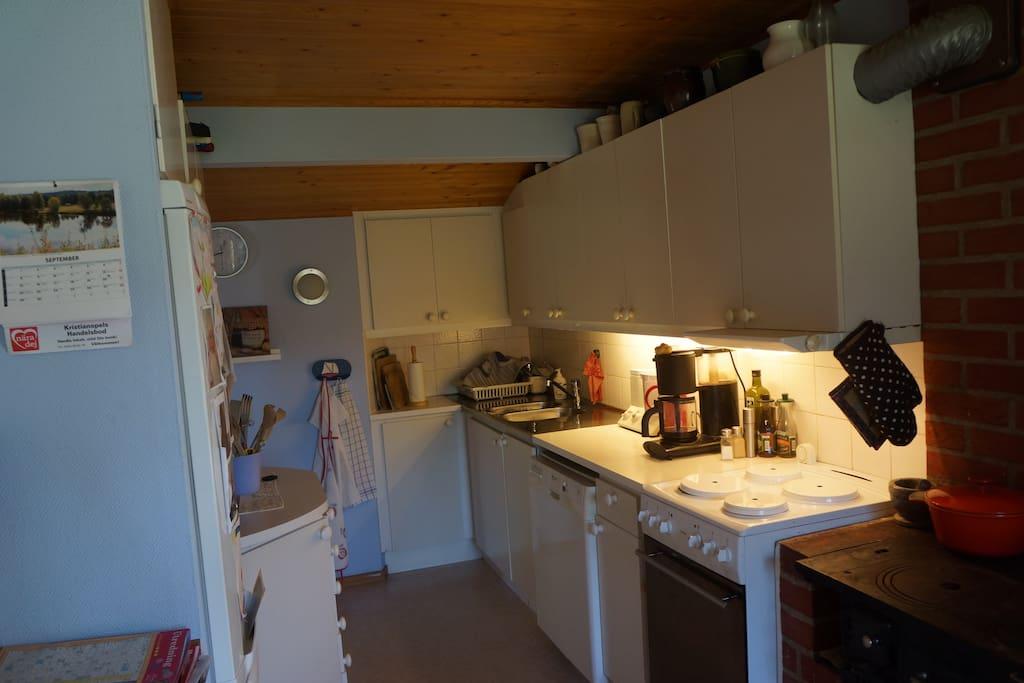 Välutrustat kök med Diskmaskin.
