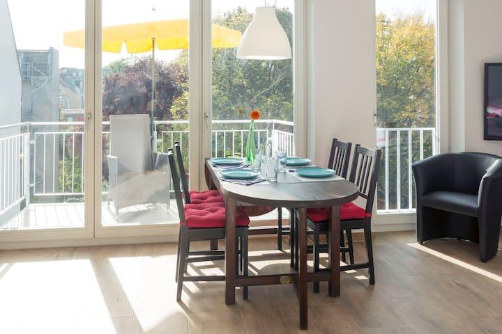 Esstisch mit schöner Aussicht - Dining table with nice view