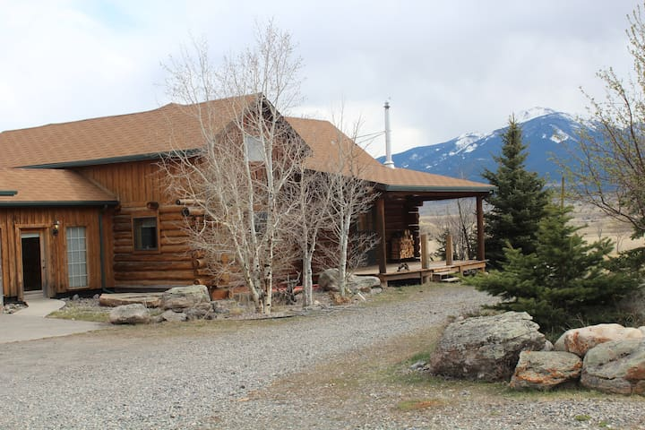 Custom built Montana Log home. - Livingston