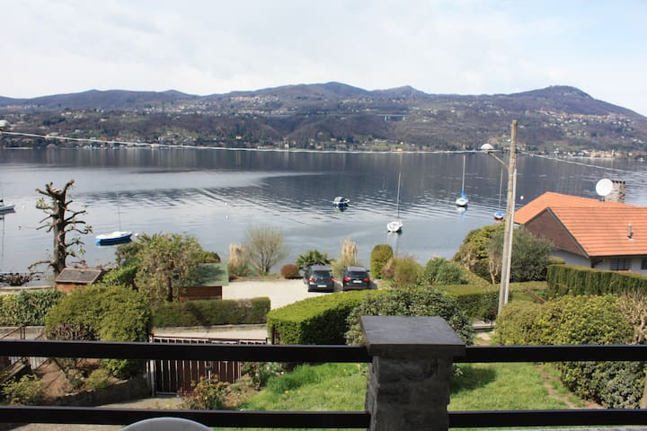 LAKE VIEW AND PRIVATE BEACH - Ranco - Daire