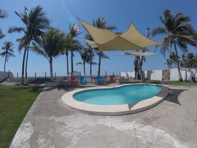Rancho de Playa en Playa El Pimental - San Luis Talpa - Andre
