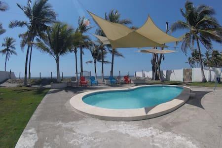 Rancho de Playa en Playa El Pimental - San Luis Talpa