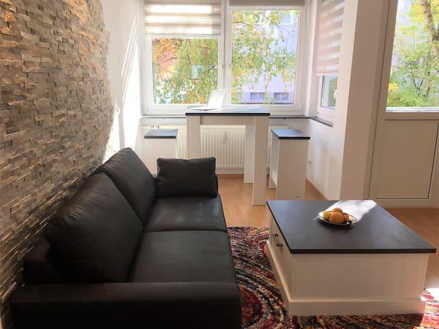 Möbliertes Dauerwohnen: 2-Zi.-Wohnung m. Balkon