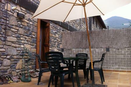 Villanúa, apartamento con terrazas - Villanúa - Byt