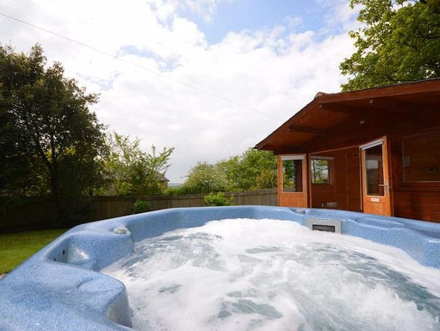 Gorgeous 5* Gold Cottage with Hot Tub/Sauna
