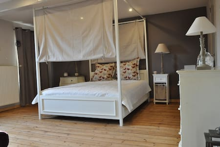 Suite 4 p 2 chambres+SDB+petit déj. - Bernissart - Bed & Breakfast