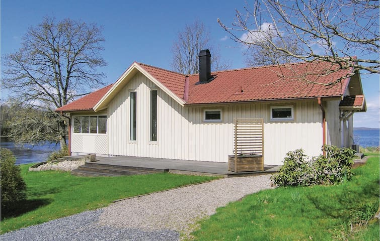 Holiday cottage with 2 bedrooms on 91m² in Annerstad