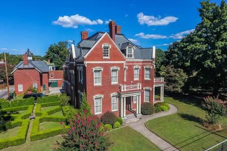Wright Mansion - An Impressive Victorian Estate