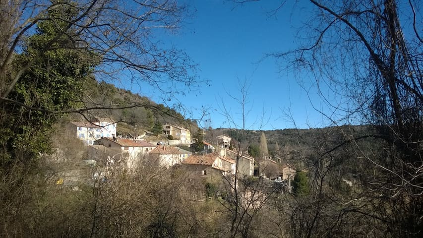 Maison atypique - Escragnolles - บ้าน