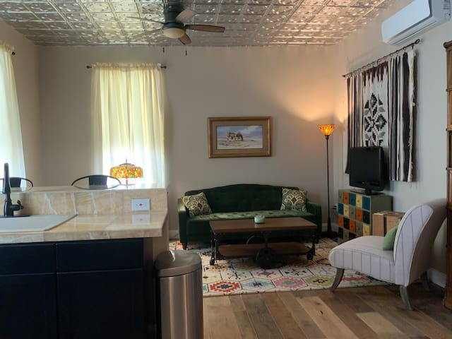Stateline Stay 1: super clean, renovated apartment